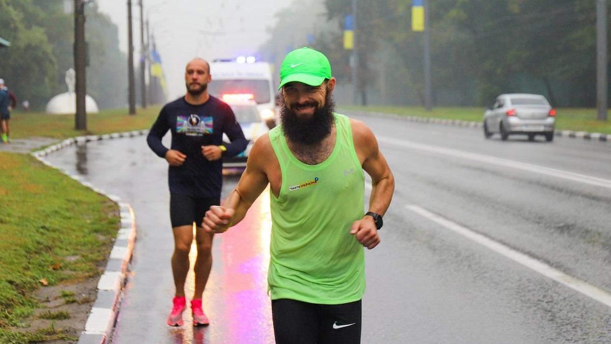 Харків'янин пробіг 225 кілометрів з Дніпра для плогінг-акції: мотивуюче відео з фінішу - Свіжі новини Дніпра - Тренди