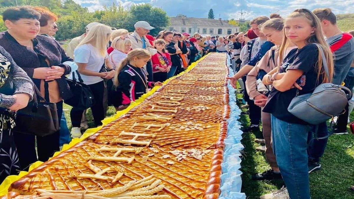 У Черкасах спекли гігантський яблучний пиріг: встановлено рекорд України - Новини Черкаси - Тренди