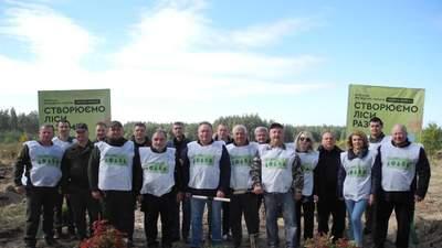 На Черкащині активісти висадили новий сосново-дубовий ліс: фото надихають