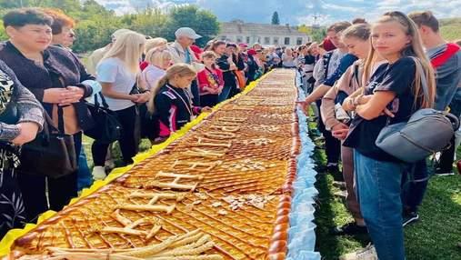 У Черкасах спекли гігантський яблучний пиріг: встановлено рекорд України